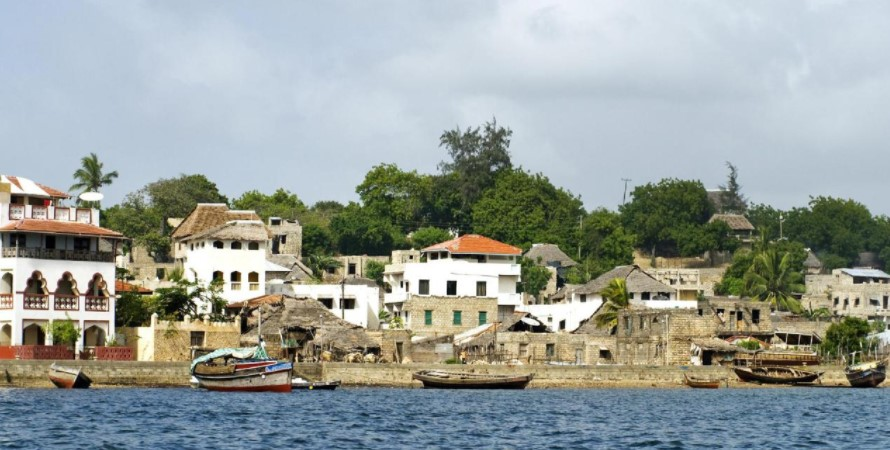 Kizingo Lodge lies at the edge of the famous Lamu Island sheltered by the sea and unspoilt nature. The Kizingo Lodge is so spacious and free from the busy beach activities sometimes that cause the inconveniences such as the unsupervised hawkers